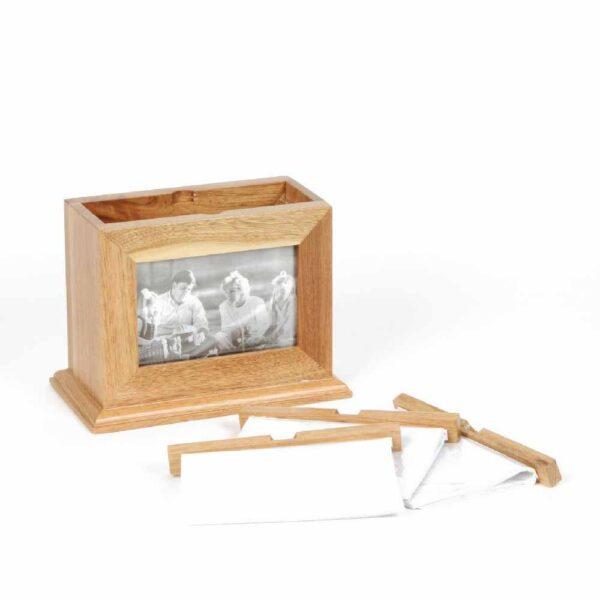 Houten box met foto albums